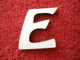 *2D výřez písmeno E v.cca 4,2cm ozd.