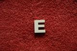 2D výřez písmeno E v.cca 2,4cm