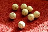 Korálek dřevěný natural s rytým motivem -pr.15mm