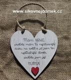 Cedulka Mám štěstí...hnědo-bílá patina,červené.srdce vel.14x14cm