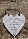 Cedulka Mám štěstí... hnědo-bílá patina,fialové srdce vel.14x14cm