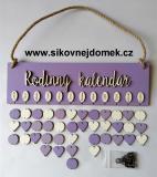 Sestava s nápisem Rodinný kalendář fialovo-levandulová