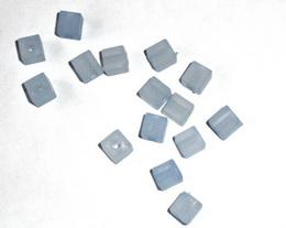 Korálky kostičky SV.MODRÉ  6 x 6 mm-25ks - zvětšit obrázek