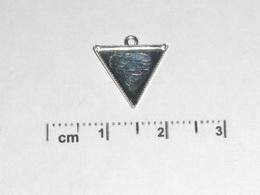 Lůžko na šperky trojúhelník+očko, 15mm - PLATINA Č.2 - zvětšit obrázek