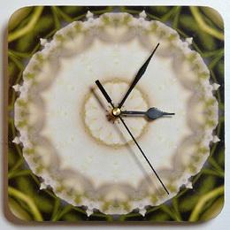 Dřevěné hodiny s mandalou důvěry - zvětšit obrázek