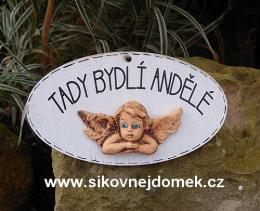Cedulka ovál Tady bydlí andělé 14x8cm -hnědo-bílá+keramika - zvětšit obrázek