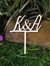 Zápich do dortu s iniciály snoubenců - zakázková výroba - zvětšit obrázek