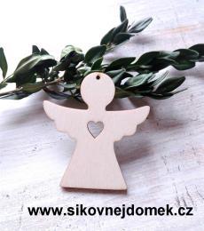 Vánoční ozdoba anděl se srdíčkem 6x6,6cm - zvětšit obrázek