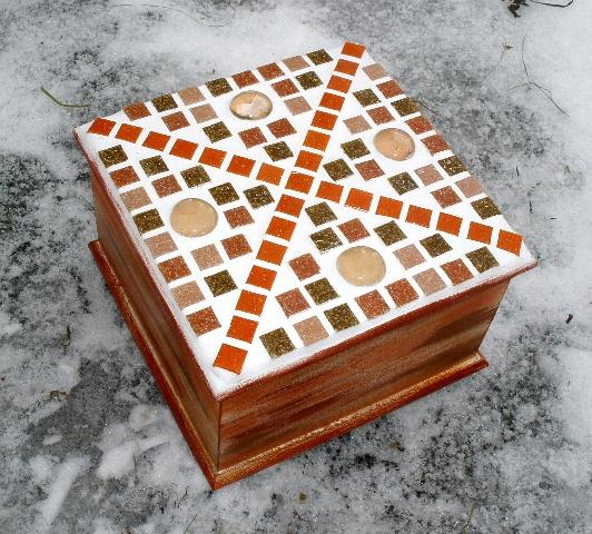 Døevìná mozaiková krabièka hnìdo-oranž