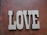 Nápis LOVE tisk. velikost 12,5x20cm