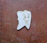 2D výřez zub s obličejem - 4x2,9cm