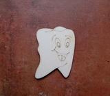 2D výřez zub s obličejem - 6x4,3cm