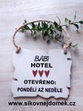 Cedulka Babi hotel 14x11cm- hnědo-bílá patina