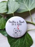 Svatební placka, button se špendlíkem pr.5cm vzor č.2,podklad bílá