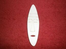 TP2D063 - 2D výøez etno motiv Maska úzká v.10,5x3cm