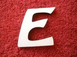 -2D výøez písmeno E v.cca 7cm ozd.