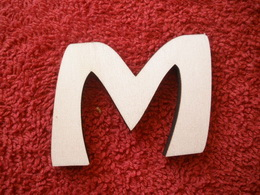 -2D výøez písmeno M v.cca 7cm ozd.