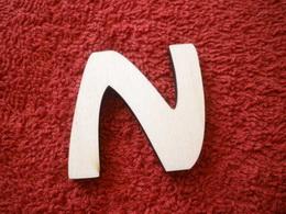 -2D výøez písmeno N v.cca 7cm ozd.