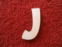 -2D výøez písmeno J v.cca 7cm ozd.