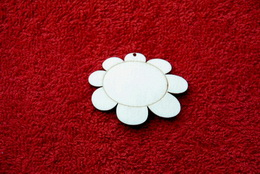2D výøez pøívìsek kvìtina v.4x5,2cm