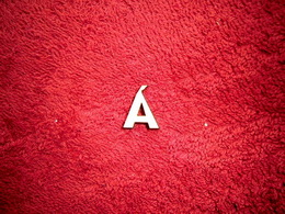 2D výøez písmeno Á v.cca 1,7cm
