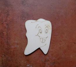 2D výřez zub s obličejem - 6x4,3cm - zvětšit obrázek