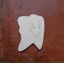 2D výøez zub s oblièejem - 8x5,8cm