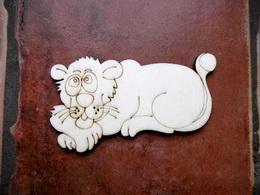 2D výřez lvice v. cca 5,7x10cm - zvětšit obrázek