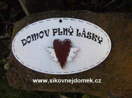 Cedulka ovál Domov plný lásky  14x8cm -hnìdo-bílá- srdce køídla
