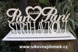 Svatební nápis jmena a pøíjmení na podložce