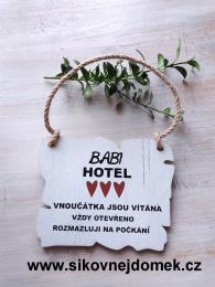 Cedulka Babi hotel,rozmazluji... 14x11cm- hnědo-bílá patina - zvětšit obrázek