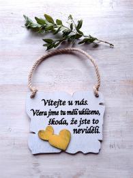 Cedulka Vítejte u nás cca 14x11cm - hnědo-bílá patina,žluté srdce - zvětšit obrázek