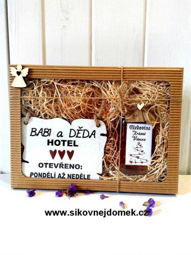 Dárková vánoèní sada: Babi a Dìda hotel + medovina 100ml