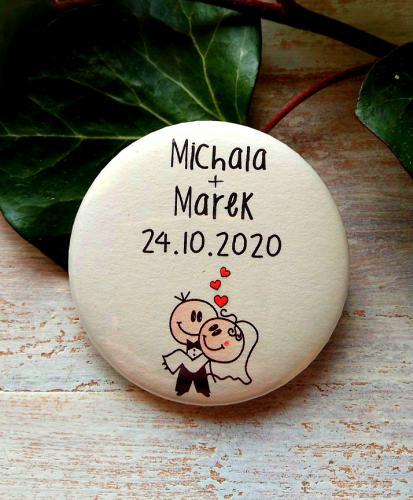 Svatební placka, button se špendlíkem pr.5cm vzor è.2,podklad sv.pøírodní